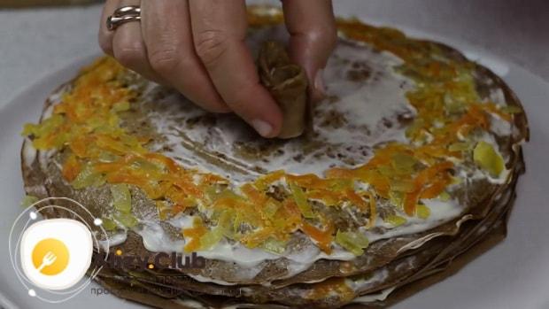 Для приготовления печеночного торта, собираем коржи