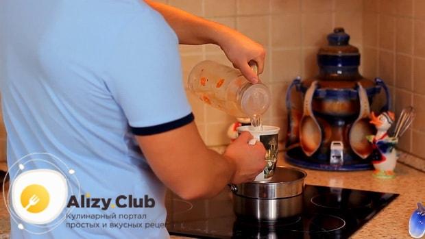 По рецепту для пригготовления чая масла на молоке, добавьте воду