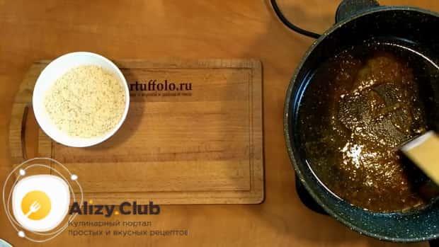 Для приготовления риса с замороженными овощами на сковороде приготовьте специи