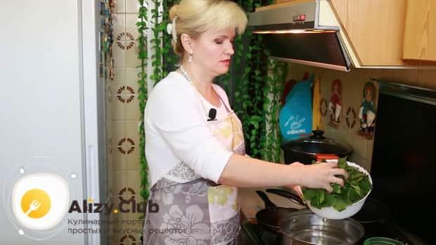 Для приготовления шпината по рецепту отварите ингредиенты