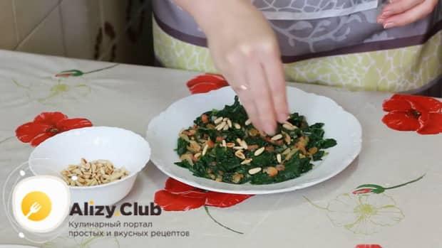 Для приготовления шпината по рецепту добавьте орешки