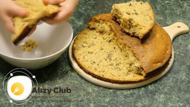 Для приготовления торта пища богов разломайте корж