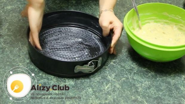 Для приготовления торта пища богов смажьте форму маслом