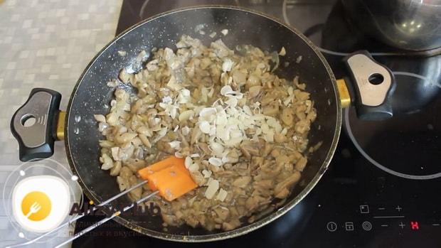 Готовим вешенки жареные с луком и сметаной, простой рецепт