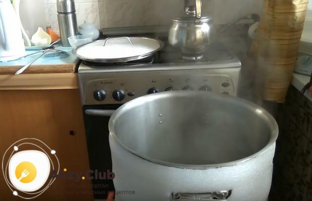 Нагреваем воду и утепляем бак.