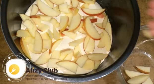 Как готовится шарлотка с яблоками и творогом в мультиварке