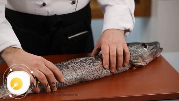 Смотрите как фаршировать щуку в духовке целиком