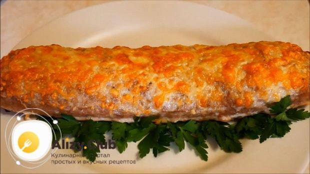 Вкусный мясной рулет с грибами, приготовленный по лучшему рецепту готов.