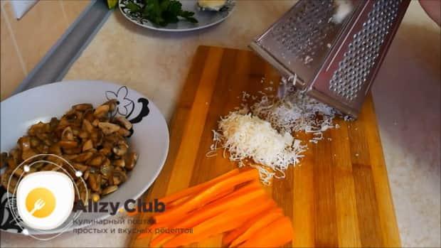 По рецепту, для приготовления мясного рулета натрите сыр