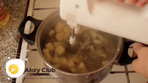 Для пригготовления супа из шампиньонов свежих с картофелем, взбейте ингредиенты