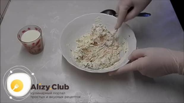 Для приготовления тарталеток с красной икрой по лучшему рецепту, добавьте сливки
