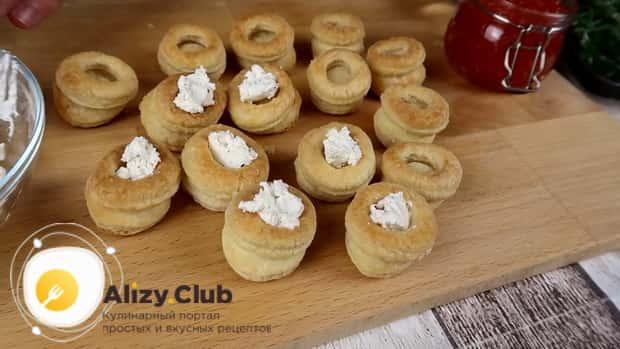 Готовим тарталетки с икрой и творожным сыром, рецепты