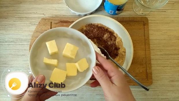 Для приготовления торт баунти без выпечки добавьте масло