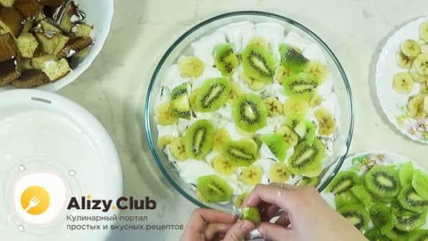 Для приготовления торта графские развалины выложите слой фруктов