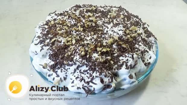 Для приготовления торта графские развалины натрите шоколад.