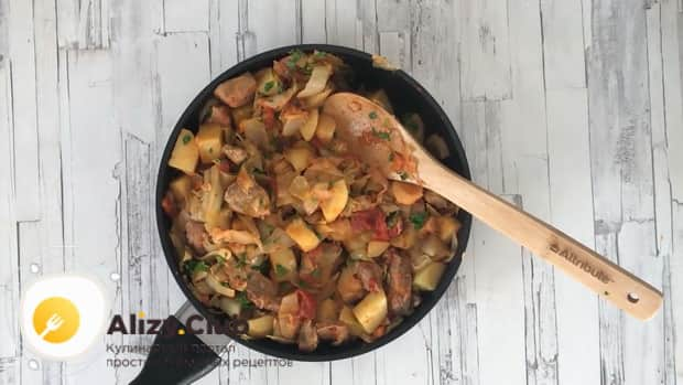 Простой рецепт тушеной капусты с мясом и картошкой