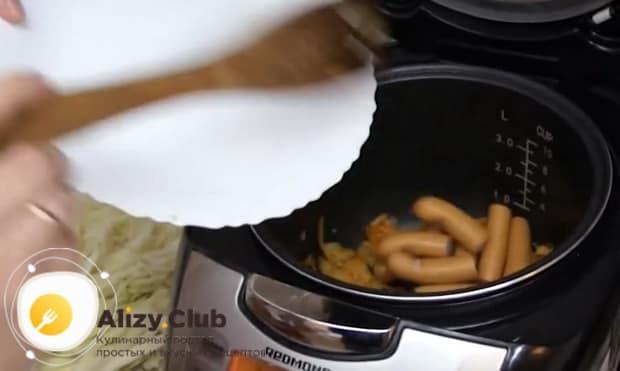 По рецепту для приготовления тушеной капусты с картошкой нагрейте чашу