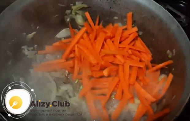 к свинине добавляем морковь