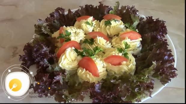 фаршированные яйца приготовленные по лучшему рецепту готовы.