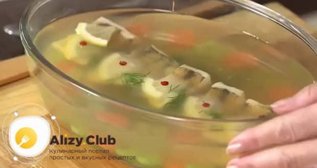 Для приготовления заливного из судака с желатином, по рецепту рецепту, подготовьте ингредиенты