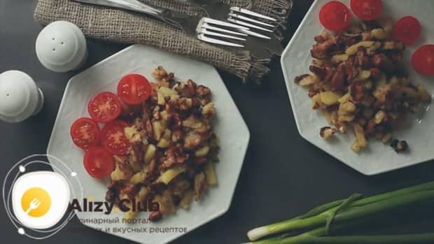 Сытные жареные лисички с картошкой готовы