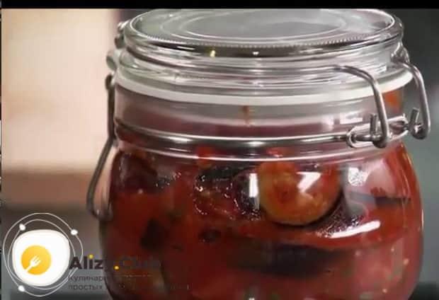 Жареные баклажаны в остром томатном соусе на зиму готовы