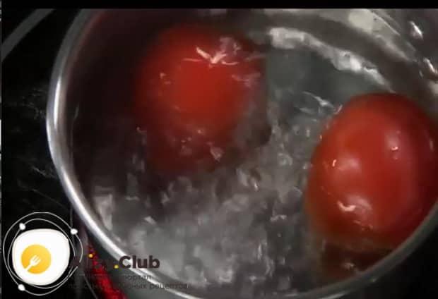Попробуйте приготовить жареные баклажаны в остром томатном соусе на зиму