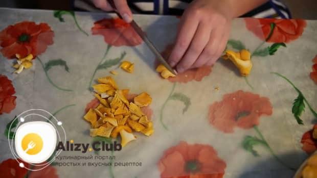 Смотрите приготовление лисичек жареных с картошкой