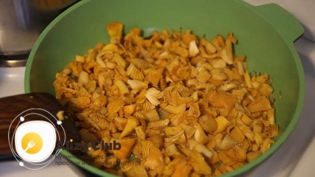 Готовим жареные лисички с картошкой в сметане: лучший рецепт.