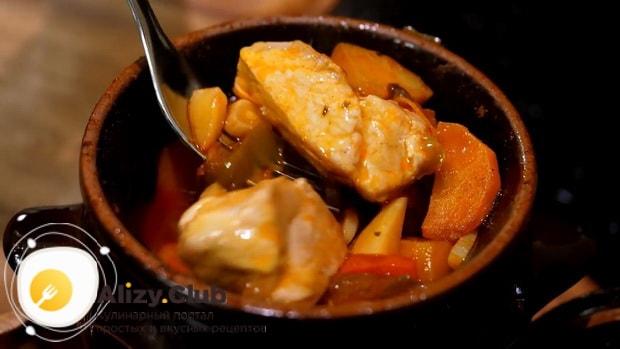 Вкусное жаркое в горшочках с мясом и картошкой в духовке готово