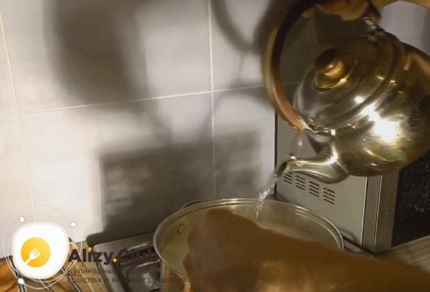 Разбавляя массу горячей водой,доводим температуру до 72 градусов.