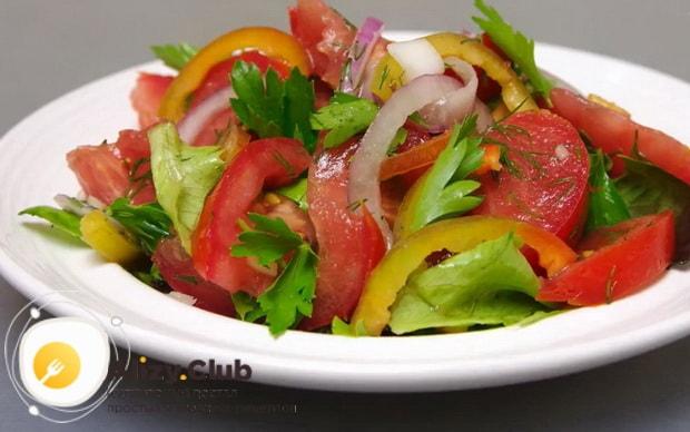 Для приготовления салата со свежими овощами, подготовьте ингредиенты