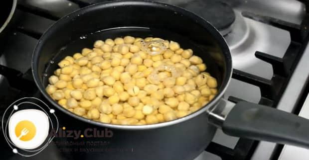 Для приготовления закуски к пиву в домашних условиях, подготовьте все ингредиенты