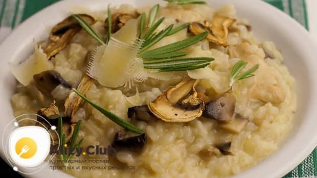 По рецепту, для приготовления классического ризотто с овощами, подготовьте все ингредиенты.