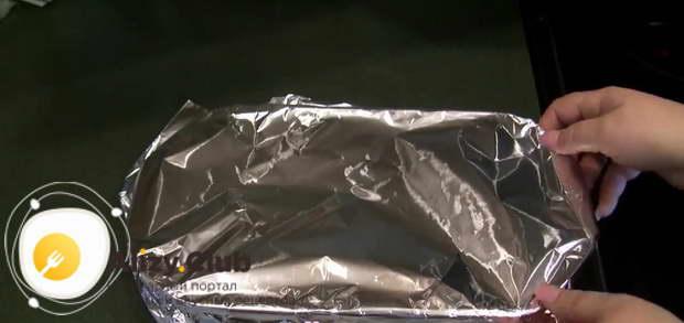 Накрываем рыбу минтай фольгой