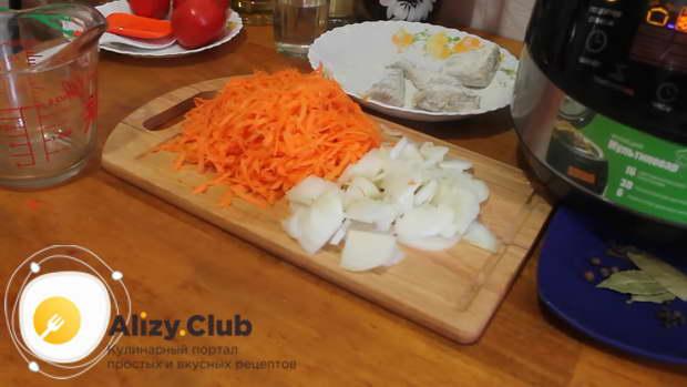На крупной терке натираем 150-200 грамм моркови