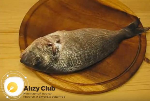 Еще раз тщательно промываем тушку рыбы.