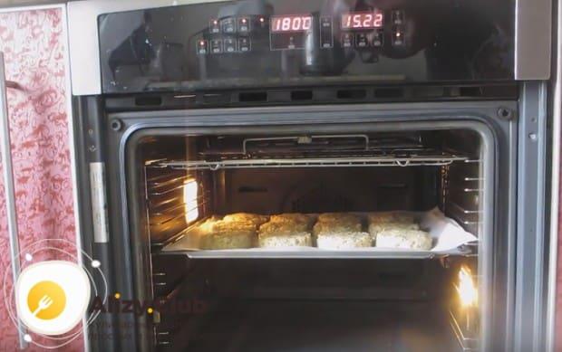 Отправляем заготовки в духовку.
