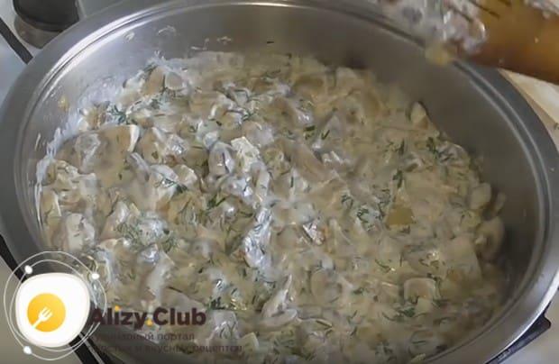Как видите, рецепт шампиньонов со сметаной на сковороде предельно прост.