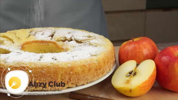 Пирог из формы перекладываем на блюдо