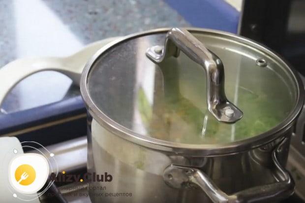 Пользуясь этим рецептом как основой, можно сварить перловый суп с курицей.