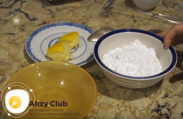 Узнайте, как сделать сахарную глазурь буквально за 5 минут.