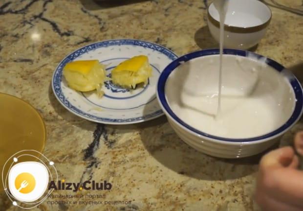 Простая белая сахарная глазурь готова!