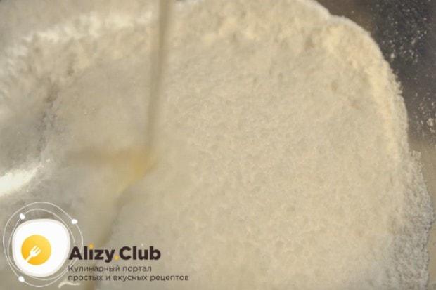 Узнайте также, как сделать глазурь из сахарной пудры, молока и воды.