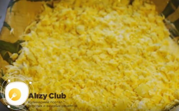 Приготовьте такой красивый и вкусный салат Мимоза с консервированной горбушей по нашему рецепту с фото.
