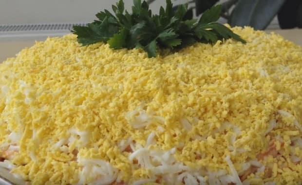 Как приготовить салат «Мимоза» с консервами по пошаговому рецепту с фото