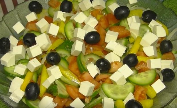 Как приготовить классический греческий салат с фетаксой по пошаговому рецепту с фото