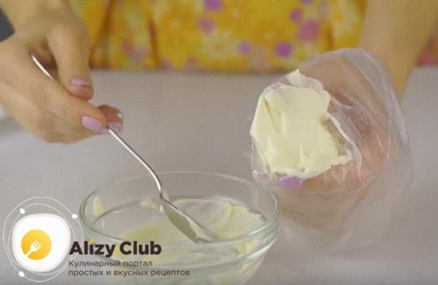 Майонез для формирования такого салата удобно выдавливать из кондитерского мешка.