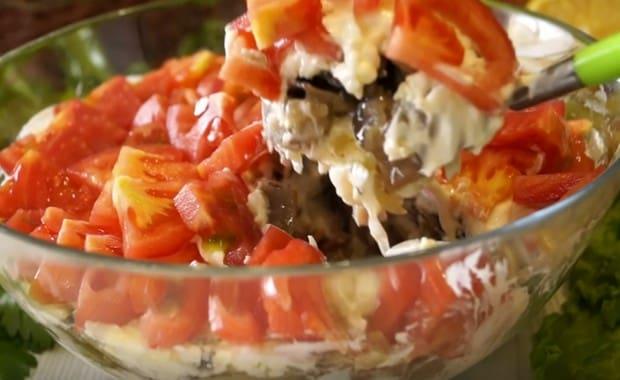 Салат шампиньоны жареные с курицей