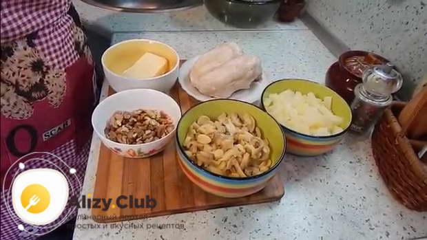 салат с ананасом и курицей и шампиньонами